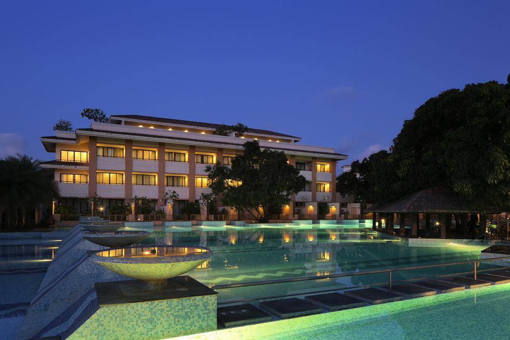 Best resorts in mumbai[Radisson Blu Resort and Spa]