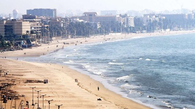 things to do in mumbai[Juhu Beach]